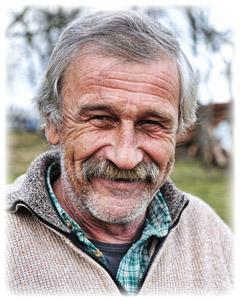 hombre viejo arrugas